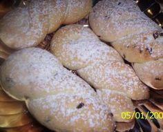Cuculi di Pasqua: biscotti della tradizione culinaria calabrese, vengono preparati nel periodo di Pasqua e mangiati la mattina a colazione insieme all'uovo di cioccolato.