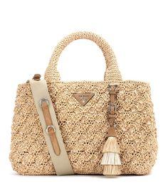 Prada Rafia Tote In Eaturale Sacs Design, Luxury Purses, Striped Bags, Crochet Handbags, Branded Bags, Knitted Bags, Prada Bag, Straw Bag, Purses And Bags