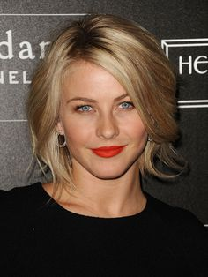 Julianne Hough Hair @ Hair Color and Makeover Inspiration Cute Hairstyles For Short Hair, Hairstyles For Round Faces, Celebrity Hairstyles, Layered Hairstyles, Trending Hairstyles, 50 Year Old Hairstyles, Celebrity Bobs, Celebrity Videos, Night Hairstyles