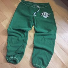 Green sweatpants Capri length sweats, from abercrombie. Green with navy blue a&f logos. Size XSmall! Abercrombie & Fitch Pants