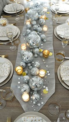 New Year's Eve Table: Be inspired by a disco ball center piece candles and a collection of clocks. This elegant table is full of wow factor! New Year's Eve Table Party Table Decorations, New Years Decorations, Christmas Table Decorations, Party Decoration Ideas, 30th Birthday Decorations, Table Party, Gift Table, Tree Decorations, Decoration Gris