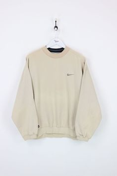 Nike Sweatshirt Beige Large : Vendor: NikeType: Sweatshirts & HoodsPrice: Very good condition apart from faint mark on the sleeve and discolouring round the neck. Cute Lazy Outfits, Retro Outfits, Trendy Outfits, Vintage Outfits, Cool Outfits, Fashion Outfits, Vintage Wear, Vintage Nike Sweatshirt, Sweatshirt Outfit
