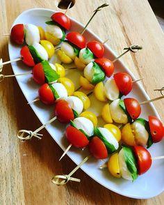 Actually love to prepare this for tonight's #bbq #caprese #alltimefavorite #IchLiebeFoodblogs #instafood #foodpics #delicious #yummy #vegetarian #vegetarisch #eatyourgreens #eatclean #eathealthy #food #foodblog #aufgegabelt #blogger_de #foodie #veggie #vegetarian
