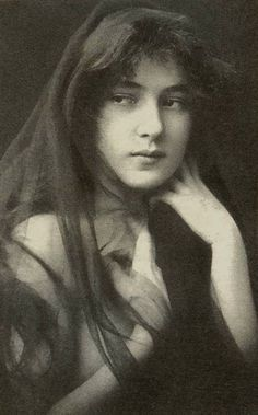 Gertrude Kasebier - Evelyn Nesbit at 16 - 1901