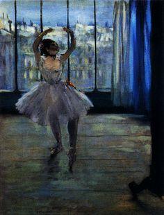 """E. Degas, Ballerina in posa per il fotografo, 1875, Mosca, Museo Puskin. """"Abbandonò le belle donne mollemente adagia, le veneri deliziose e le odalische. Si accanì invece nel ricostruire l'animale femminile specializzato, schiavo della danza o dell'amido, o del marciapiede; e quei corpi più o meno deformati fanno pensare che tutto il sistema meccanico di un essere vivente può fare smorfie come un volto"""" (P. Valéry)."""