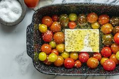 Mutatjuk, hogy készül a tepsis fetás-paradicsomos pasta, amiért most az egész világ rajong...és mi is!   Nosalty Feta Pasta, Penne, Cheese, Vegetables, Fruit, Food, Recipes, Essen, Eten