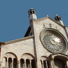 Il Duomo di Modena, Piazza Grande e la torre Ghirlandina sono patrimonio dell'Umanità Unesco. Presso l'ufficio Informazione e accoglienza turistica di Modena, e presso i Musei del Duomo, puoi noleggiare le audioguide del sito Unesco. Euro 4 a persona, euro 6 a coppia!