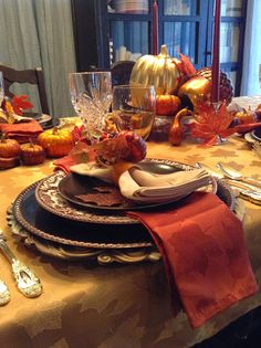Tips for setting a gilded, warm Thanksgiving Tablescape