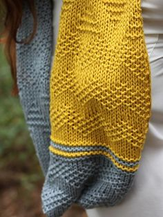 Free knitting pattern for quick easy cowl with chevron design, knit flat and seamed. Ottavio pattern by Corrina Ferguson