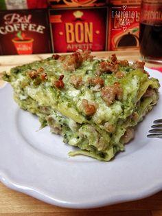 Le lasagne bianche con broccoli e salsiccia è il comfort food perfetto da proporre alla vostra famiglia durante il pranzo domenicale o una ricorrenza speciale; ma soprattutto è l'escamotage geniale per riuscire a far mangiare ai vostri bimbi ortaggi come i broccoli essenziali per un'alimentazione sana e bilanciata.