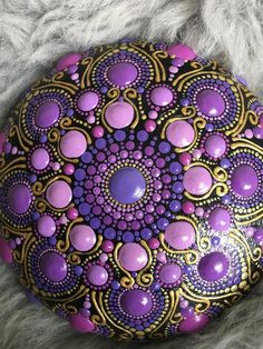 "Mandala Stein ""colors of purple"" Mandala Painted Rocks, Mandala Rocks, Hand Painted Rocks, Painted Stones, Stone Art Painting, Dot Art Painting, Mandala Painting, Mandala Design, Mandala Pattern"