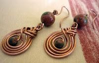 Lots of awesome wire tutorials...including these earrings!  But no English!  :)