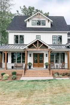 24 Amazing Farmhouse Porch Design Ideas And Decorations. If you are looking for Farmhouse Porch Design Ideas And Decorations, You come to the right place. Below are the Farmhouse Porch Design Ideas A. Farmhouse Front Porches, Modern Farmhouse Exterior, Rustic Farmhouse, Farmhouse Ideas, Farmhouse House Plans, Farmhouse Interior, Farmhouse Homes, Farmhouse Addition, Farmhouse Architecture