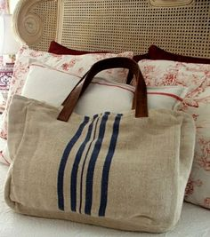 The canvas bag - fashion and practicality - Archzine. Sacs Tote Bags, Reusable Tote Bags, Diy Bags Purses, Grain Sack, Linen Bag, Best Bags, Fabric Bags, Handmade Bags, Bag Making