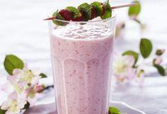 Pink bringebærsmoothie Panna Cotta, Smoothies, Pudding, Ethnic Recipes, Desserts, Pink, Food, Smoothie, Tailgate Desserts