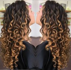 Golden Locks 🔐 Freehand Painting ---Devacut by ✂️😘 Curly Hair Tips, Wavy Hair, Curly Hair Styles, Curly Balayage Hair, Ombre Curly Hair, Colored Curly Hair, Deva Curl, Permed Hairstyles, Hair Highlights