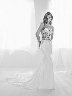 Brautkleid mit Transparenzen und Schmucksteinbesatz - Ralisa