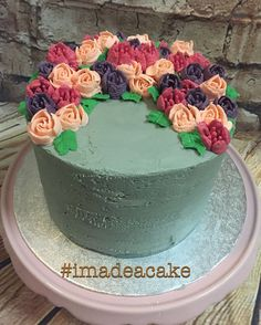 Concrete look buttercream with Russian piping tip buttercream flowers