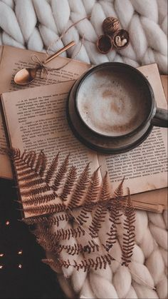 Book Wallpaper, Winter Wallpaper, Christmas Wallpaper, Wallpaper Backgrounds, Aesthetic Pastel Wallpaper, Colorful Wallpaper, Aesthetic Backgrounds, Aesthetic Wallpapers, Cozy Aesthetic
