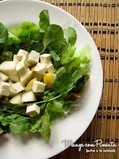 Salada de Folhas, Pêra e Queijo Minas, para ver a receita clique na imagem para ir ao Manga com Pimenta.