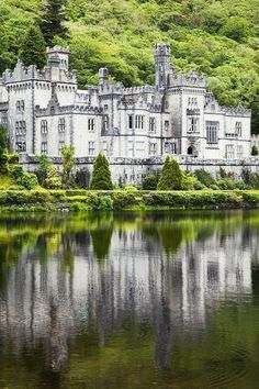 Kylemore Abbey is a Benedictine monastery founded in 1920 on the grounds of Kylemore Castle, in Connemara, County Galway, Ireland Beautiful Castles, Beautiful Buildings, Beautiful Places, Oh The Places You'll Go, Places To Travel, Places To Visit, Galway Ireland, Ireland Travel, Ireland Vacation