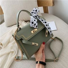 Dior Handbags, Purses And Handbags, Bag Women, Womens Designer Bags, Mode Streetwear, Crossbody Messenger Bag, Cute Purses, Cute Bags, Luxury Bags