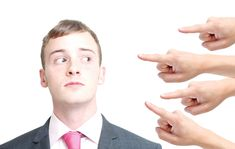 Debemos de tener siempre presente que las personas son las que deciden interactuar con una marca, seguirla y hablar sobre ella. En este tipo de medios los impactos publicitarios sólo sirven para acercar un poco la marca al público pero el resto deberá de ponerlo la propia marca. Necesitamos aportar valor, ser relevantes, interesantes y … Body Issues, Male Pattern Baldness, Reputation Management, Body Confidence, Self Conscious, Man Up, Most Handsome Men, Political Figures, Body Image