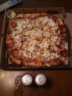 We've found the best pizza in Tennessee, and want to make sure you can too! Johnson City Tennessee, Memphis Bbq, Bristol Tn, Brick Oven Pizza, Good Pizza, Hawaiian Pizza, Places To Eat, Vegetable Pizza, Restaurants