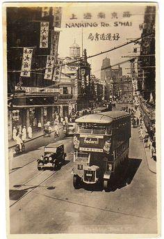 上海南京路上的双层公交车 Shanghai 1920s by China Postcard, via Flickr
