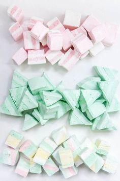 DIY Marshmallow Recipe via Oh Happy Day // Pastel Party // Party Food Recipes With Marshmallows, Homemade Marshmallows, Marshmallow Recipes, Cute Marshmallows, Deco Pastel, Pastel Candy, Wicked Good, Hot Cocoa Bar, Girly Girl