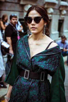 7-Chompoo-Araya-Alberta-Ferret-4187-6422 Fashion Idol, Girl Fashion, Fashion Dresses, Womens Fashion, Classy Women, Classy Lady, Cool Street Fashion, Street Chic, Anne Hathaway