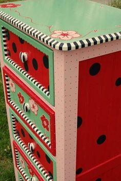 DIY Dekoideen für bemalte Möbel - Verzieren Sie Ihr altes Mobiliar!