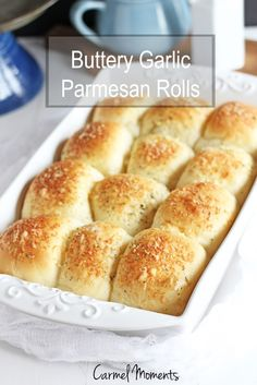 Buttery Parmesan Garlic Rolls -- Simple fluffy rolls topped with butter and Parmsesan and a hint of garlic. Yeast Rolls, Bread Rolls, Croissant, Dinner Rolls Easy, Bread Recipes, Cooking Recipes, Yummy Recipes, Dog Recipes, Muffin Recipes
