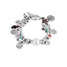 Pulsera formadas por tres hileras con diversos abalorios de metal bañados en plata, resinas de colores y una perla. Pandora Charms, Charmed, Bracelets, Jewelry, Resins, Beading, Pearls, Silver, Bangle Bracelets