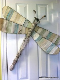 wing dragonfly with wings that are made with wood shims painted in different colors.Slat wing dragonfly with wings that are made with wood shims painted in different colors. Spindle Crafts, Wood Crafts, Wood Projects, Woodworking Projects, Craft Projects, Teds Woodworking, Art And Craft Videos, Arts And Crafts, Fan Blade Art