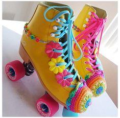 Best Roller Skates, Outdoor Roller Skates, Retro Roller Skates, Roller Skate Shoes, Quad Skates, Skate Girl, Flower Shoes, Skate Style, Ideas