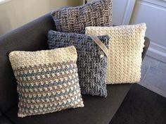 Stoere zelf gehaakte kussens in dikke wol. Evt te koop voor 18,50 p st. op Etsy (haakmadam). Mooi in combinatie met elkaar! Ook in elke gewenste kleur(combi) te haken op verzoek. Kussens op de foto zijn verkocht!