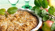 Rapea kauramurotaina sopii täydellisesti omenapiirakalle. Piirakassa olevat rommirusinat antavat tortulle hienostuneemman vivahteen, mutta halutessa ne voi jättää ohjeesta pois.
