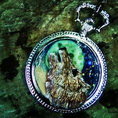 #wolf #labottegadiflo #ibla #cammeo #polymerclay #cammeo #necklace #handmade #flo  Guarda questo articolo nel mio negozio Etsy https://www.etsy.com/it/listing/482349957/cammeo-lupo