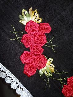 LOY HANDCRAFTS, TOWELS EMBROYDERED WITH SATIN RIBBON ROSES: Um lindo Natal.