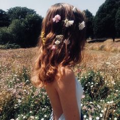 Image about girl in Ideas para fotos by z o a r Hipster Vintage, Style Hipster, Hippie Style, Spring Aesthetic, Aesthetic Photo, Aesthetic Pictures, Shotting Photo, Photo Vintage, Long Hair Styles