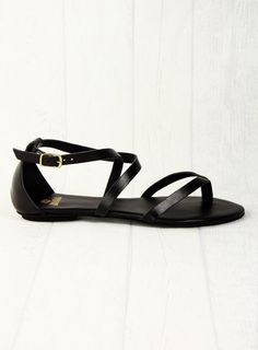 Fred de la Bretoniére - Sandalette Ancle Strap 125€ >> http://www.stil-carree.de/marken/fred-de-la-bretoniere/sandalette-ancle-strap-in-schwarz.html