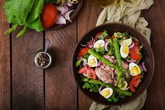 Salad with tuna, tomatoes, asparagus and onion. Salad Nicoise by Timolina on PhotoDune. Salad with tuna, tomatoes, asparagus and onion. Menu Leger, Nicoise Salad, Onion Salad, Cooking Recipes, Healthy Recipes, Tea Sandwiches, Salad Ingredients, Family Meals, Asparagus