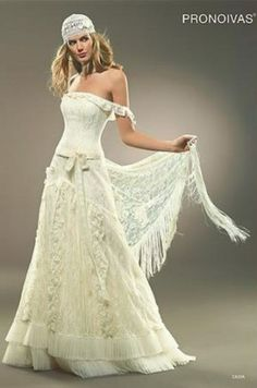 pirate wedding dress | reminds me of a gypsy or pirate wedding =D quite unique