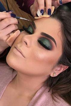 40 Green Eyeshadow Looks Ideas 19 – Makeup Fall Makeup, Love Makeup, Makeup Inspo, Makeup Inspiration, Green Eyeshadow Look, Eyeshadow Looks, Eyeshadow Makeup, Eyeshadows, Eyeshadow Guide