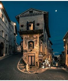 Assisi, Italy (photo by Marco Mingardi) Places Around The World, Oh The Places You'll Go, Places To Travel, Places To Visit, Travel Destinations, Umbria Italy, Rome Italy, Italy Map, Sorrento Italy