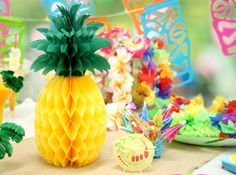 12 Creative Alice in Wonderland Party Games Hawaiian Party Games, Beach Party Games, Hawaiian Birthday, Kids Party Games, Luau Party Supplies, Online Party Supplies, Superhero Party Games, Luau Decorations, Pinata Party