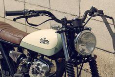 Reconheço que demorei um pouco para escrever sobre essa moto, apesar de vir acompanhando o processo de recriação dessa CG 125, pela ofic...