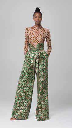 Les pantalons amples sont le summum de l'élégance cette saison.