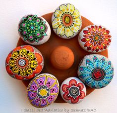 Hand Painted Stone Flowers / Set of 7 by ISassiDellAdriatico